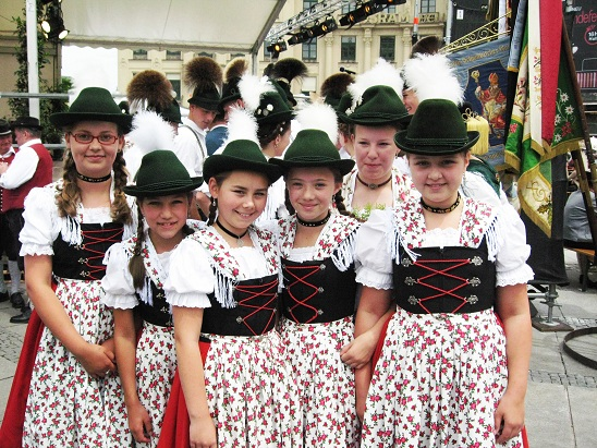 Bavarian Girls in traditional <i>Trachtenmoden</i>